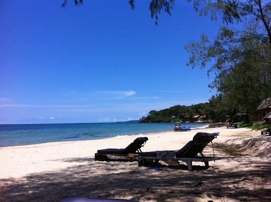 Mango Bay Resort: lying on the beach