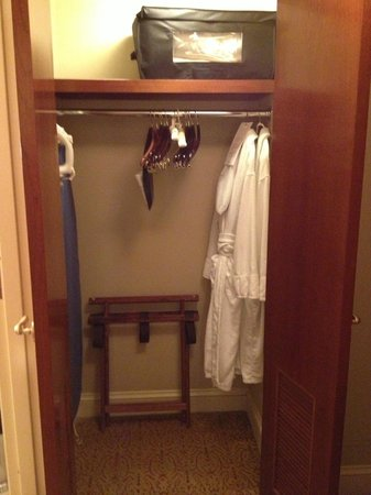Conrad Indianapolis: King Suite Closet