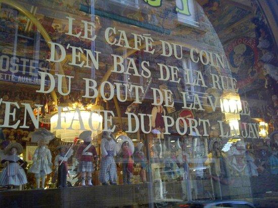 Le Caf 233 Du Coin D En Bas De La Rue Picture Of La Java