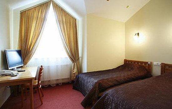 Riverside Hotel: Room