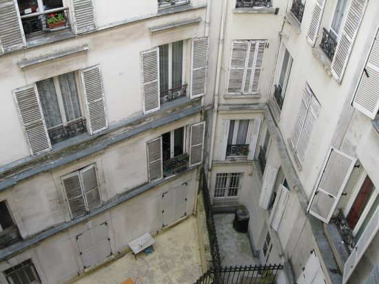 Faubourg 216 - 224: Outside view meaning you can not have open curtains.