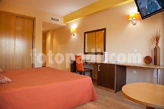Plaza Hotel Valencia: Room