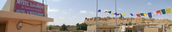Mystic Jaisalmer Hotel: view of fort from rooftop restaurant