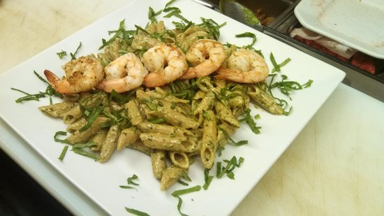 Spiro's Downtown Restaurant: Shrimp and spinach penne