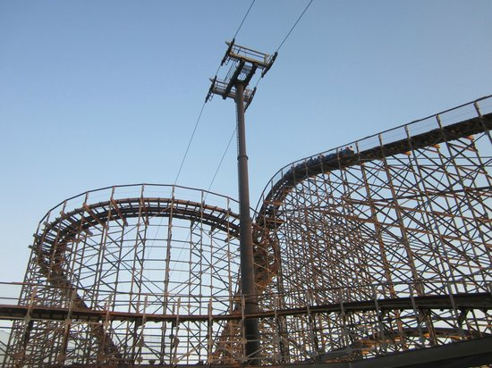 Morey's Piers and Beachfront Water Parks : Wood Rollercoaster