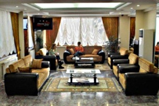 Grand Liza Hotel: Interior