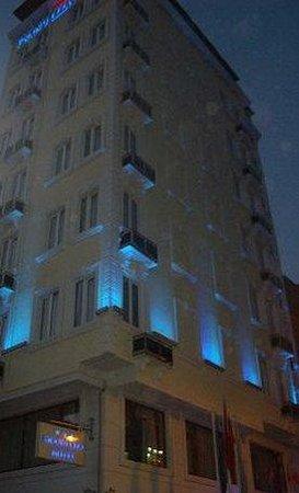 Grand Liza Hotel: Exterior