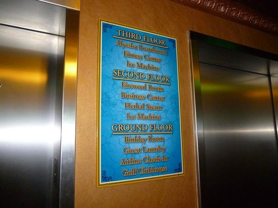 Pike's Waterfront Lodge: Sign at elevator.