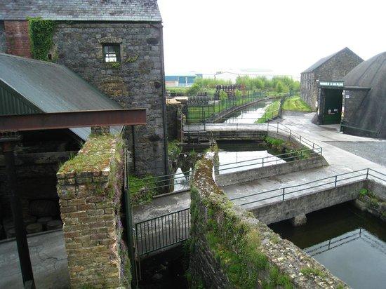 Old Kilbeggan Distillery: Great outside view