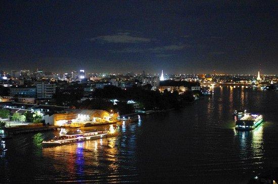 แม่น้ำเจ้าพระยา: 夜は美しい