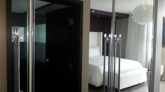 Prime Hotel: enterence to the room