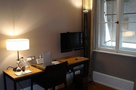 CORTIINA Hotel : Desk Cortiina Comfort