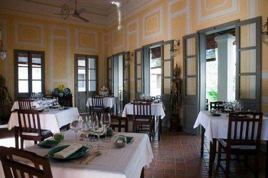 โรงแรมซาตรีเฮาส์รีเลสแอนด์ชาโตว์: Restaurant