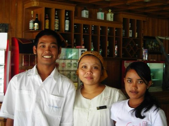 Hotel Puri Cendana : The smiling team at the restaurant