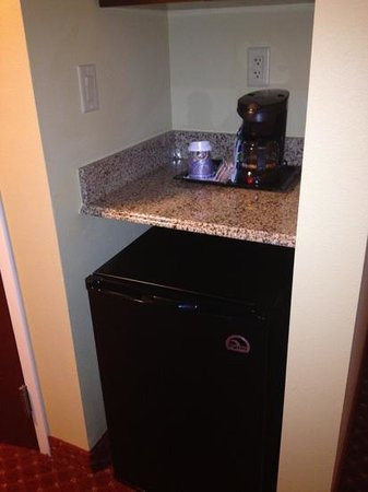 Holiday Inn Express Hotel & Suites Orlando South-Davenport: mini fridge and coffee