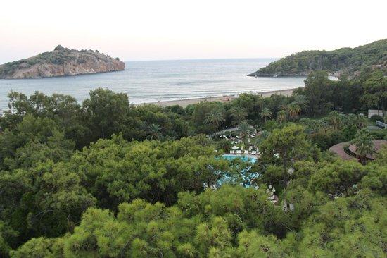 TUI MAGIC LIFE Sarigerme: Otelden plaj, havuz ve bahçe yemek yapısı