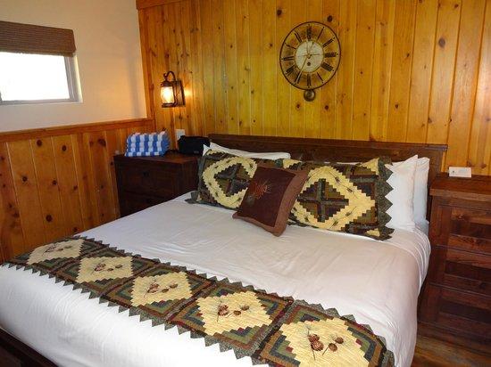 Cedar Glen Lodge: Bedroom Unit #25