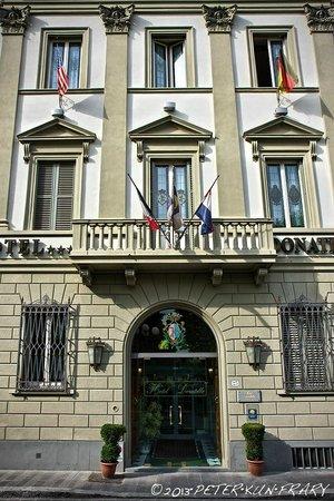 Hotel Donatello: Front entrance