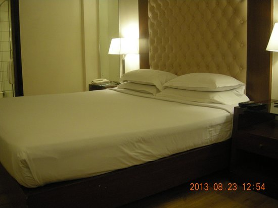 The Chevron Hotel: Room