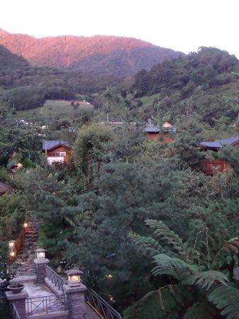 Shalishian Villa: 房間外的山景