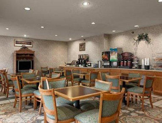 Quality Inn & Suites Harvey: Breakfast Area