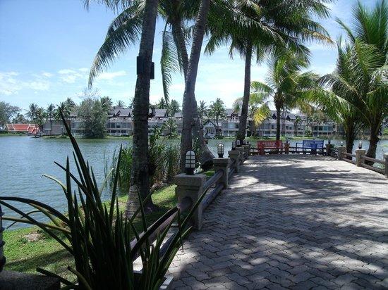 Angsana Villas Resort Phuket : Canal village - free shuttle every 30 mins