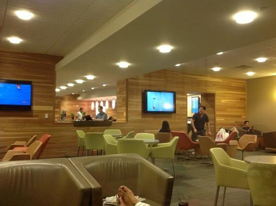 McCarran Intl Airport: the main lounge room at The club at LAS gate E2