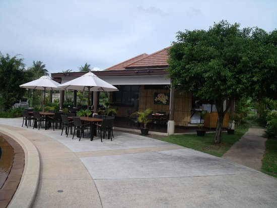 Angsana Villas Resort Phuket : Restaurant by villa pool