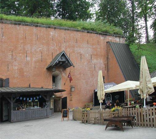 Pussirohukelder: Вход в ресторан