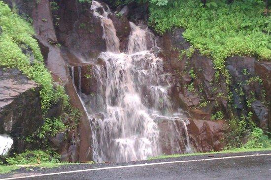 Bharat Hotel : Waterfall