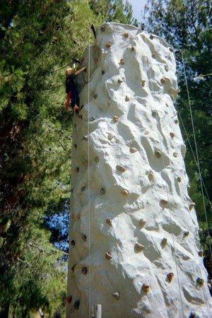 Ventura Ranch KOA: Rock Wall