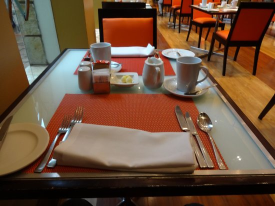 SunSquare Montecasino : breakfast table