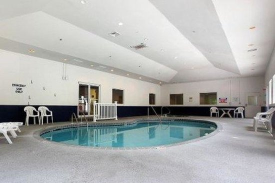 Motel 6 Savannah - South : Pool