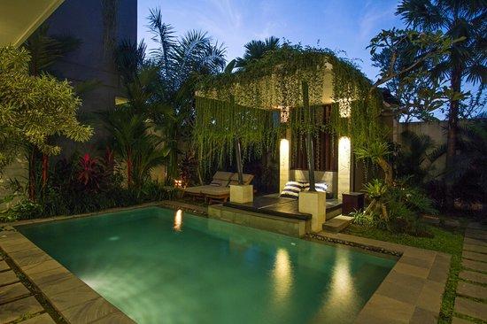 Apple Villas & Apartments: 5Bedrooms Villa Exterior