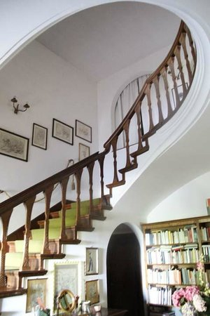 Colle Ginevra: Stairs to the rooms