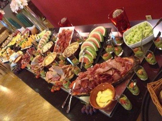 Mercure Saint Lary Sensoria: buffet entrėes