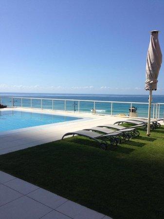 Paradise Centre Apartments: Pool area