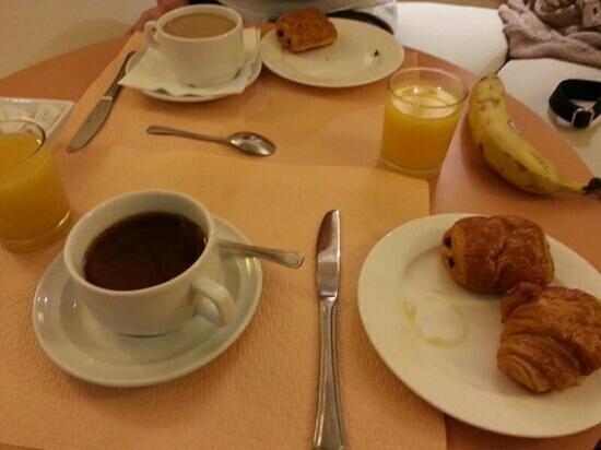 Fertel Etoile : Cold breakfast but adequate