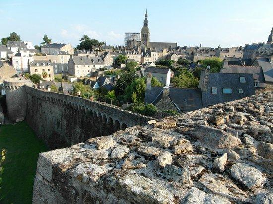Dinan, Frankrike: Vista sulla città