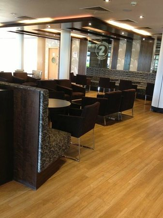 Holiday Inn Express Epsom Downs: Dining areas