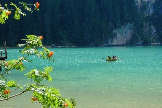 Hotel Lago di Braies: il lago