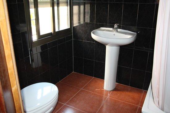 Hostal Bocanegra: Baño Triple