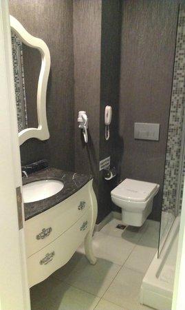Ocean Blue High Class Hotel: bathroom