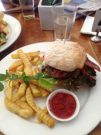 Creek Cafe & Bar: Beef Burger