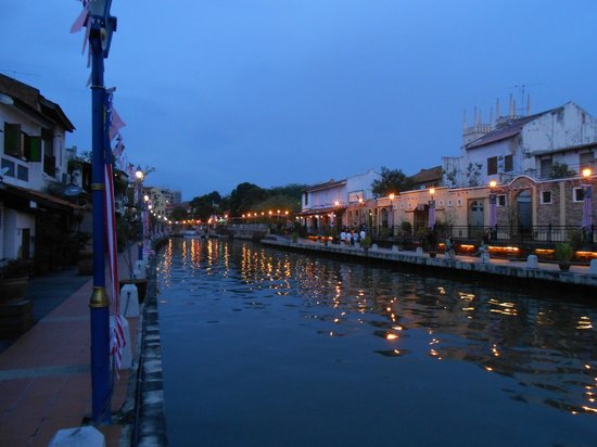 River View Guest House: 河畔夜景