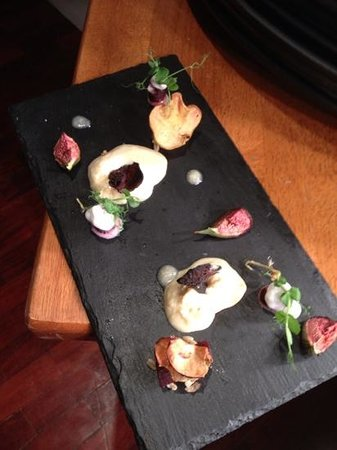 O'Gradys Gastro Bar and Grill: goats cheese mousse - tasty!