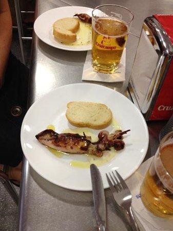 El Pulguilla: Delicious squid and ice cold beer