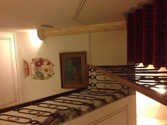 Hotel Boccaccio : Escaleras interiores