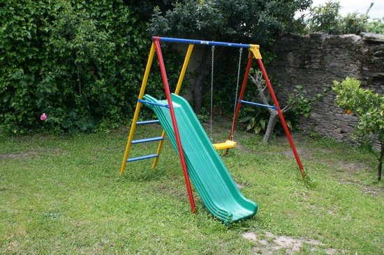 Jardon Con Juegos Infantiles Fotografia De La Casa Jardin Zarza De - Casa-de-juegos-infantiles