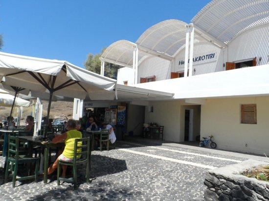 Akrotiri Hotel: Terrasse du snack